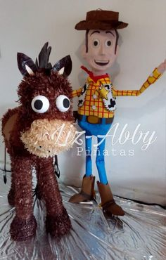 Piñata WOODY y TIRO AL BLANCO by Liz-Abby Piñatas 0d4dbc072cb