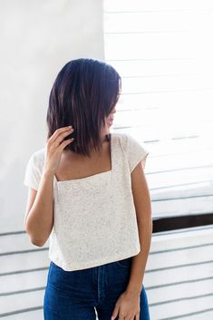 Buy the Square Neck top sewing pattern from The Friday Pattern Company, it has a dolman silhouette with boxy square neckline and darts. Beginner Sewing Patterns, Sewing For Beginners, Basic Sewing, Sewing Clothes, Diy Clothes, Square Neck Top, Make Your Own Clothes, Dress Making Patterns, Simple Shirts