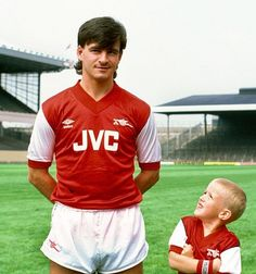 Charlie Nicholas and a young admirer look good in JVC Football Cards, Football Shirts, Football Players, Everton Fc, Great Team, Arsenal Fc, Old Boys, History, Sports