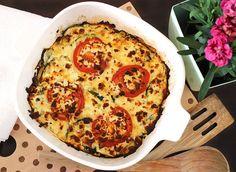 Feiner vegetarischer Low Carb Auflauf mit Sommergemüse, Knoblauch und Oliven. Im Ofen mit Feta überbacken. Mit einem knackigen Salat als Beilage ein leichtes Gericht für heiße Tage.
