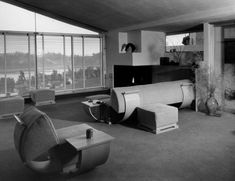Rudolph Schindler, living room for Elizabeth Van Patten, Los Angeles, 1935 (Photo:: courtesy UC Santa Barbara Architecture and Design Collection). Oliver House, Schindler House, Art Deco Living Room, Interior And Exterior, Interior Design, Apartment Renovation, Vintage Interiors, Art Deco Era, Mid Century Design