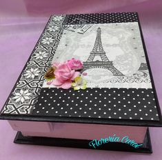 Caja de madera en forma de libro, con diseño de París. Decoupage, Decorative Boxes, Home Decor, Wooden Box Designs, Painted Boxes, Painted Wood, Shapes, Presents, Blue Prints