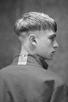 Introducing The Modern Bowl Cut Hairstyle - Hairstyles & Haircuts for Men & Women Mens Modern Hairstyles, Mens Medium Length Hairstyles, Hairstyles Haircuts, Haircuts For Men, Trendy Haircut, Haircut Style, Haircut Short, Bowl Haircuts, Hair Reference
