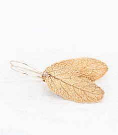 Blattlänge 32 mm, Blattbreite 15 mm, insgesamte Länge mit den Haken 52 mm, handgefertigtes Einzelstück von einem echten Blatt, Material Bronze, SALBEIBLATT OHRHÄNGER AUS BRONZE VOM ECHTEN SALBEIBLATT #salbei #salbeiblatt #boho #bohoschmuck #handgefertigt #schmuck #naturschmuck #blattschmuck #bronze #bronzeschmuck #einzelstück #schmuckunikat Material, Sage, Handmade Jewelry, Handmade Jewellery, Medicinal Plants, Bronze Jewelry, Sore Neck Muscles, Organic Shapes, Wash Hair
