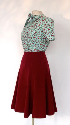 This retro Lindy hop and swing skirt is beautifully flared so it moves nicely when you dance. It is dark cherry red and made from a sturdy polyester viscose mix. The skirt closes with a lapped zipper at the side. The length of this skirt is 60 cm. It can be altered to your preferred length.  Alterations and other fabrics are possible, I will be glad to receive a custom order.  A drawing to help you to measure you can find HERE  This is the chart of body measurements I use.  S 36 in cm bust…