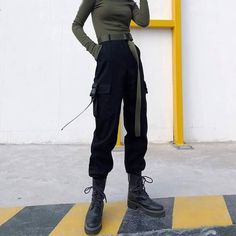 Cute Casual Outfits, Edgy Outfits, Grunge Outfits, Fashion Outfits, Goth Girl Outfits, Moda Grunge, Cargo Pants Outfit, Pantalon Cargo, Korean Street Fashion