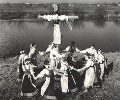 http://www.gloswielkopolski.pl/artykul/3362743,pierwszy-dzien-wiosny-topienie-marzanny-na-archiwalnych-zdjeciach,id,t.html