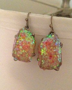DIY glitter stone jewelry from blogger Tori of My Thrifty Chic. Such a great way to update old pieces!