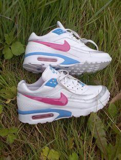 Nike Air Max Pink And White Fotoğrafları ve Resimleri