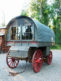 452 best caravans and gypsy's. Glamping, Gypsy Trailer, Trailer Diy, Gypsy Home, Horse Drawn Wagon, Tiny House, Old Wagons, Gypsy Living, Covered Wagon