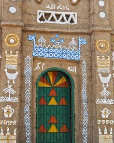 HI HONEY I'M HOME // #decoratethelandscape NUBIAN HOUSE Aswan. #vibranthumanhabitation #hihoneyimhome #appetitefordecoration #streetstyle #nubianhouse #aswan #graphicstimulation by appetitefordecoration