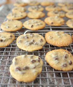 """A receita do meu livro """"Os Bolos da Julie"""" de Bolachas com Pepitas de Chocolate <3 The recipe from my book """"Os Bolos da Julie"""" for Chocolate Chip Cookies <3"""