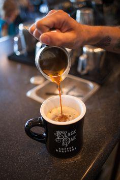 Chemex Coffee, Coffee Latte Art, Coffee Aroma, Coffee Drinks, Coffee Shop, Coffee Lovers, Chocolates, Fresh Roasted Coffee, Chocolate Coffee