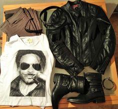 """Desmontando un outfit. Pantalón verde militar, cazadora cuero negra, botas, cinturón y gafas negros, camiseta blanca """"Lenny"""" Eleven Paris."""