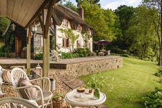 Enjoy boutique luxury at Undercastle Cottage - New Forest. Gazebo, Pergola, Boutique Retreats, Shabby Chic Interiors, New Forest, Cottage, Exterior, Outdoor Structures, Patio