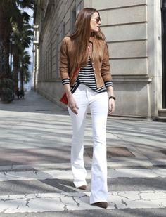 Acho que grande parte das mulheres adoram Calça Branca, não é verdade? Além de ser charmosa, deixa o look mais feminino, fugindo do jeans clássico! TIPOS FÍSICOS: Por ser jeans ela tem o tecido mais encorpado, não marcando gordurinhas e celulites que possam aparecer, mas escolher a melhor modelagem para o seu tipo físico pode …