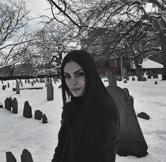 SEGOVIA AMIL | VK Segovia Amil, Dani Johnson, Gothic Photography, Gothic Aesthetic, Wattpad, Punk Fashion, Gossip Girl, Pretty Woman, Eva Green