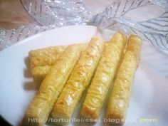 Lissa`s Cakes: Saleuri Hot Dog Buns, Hot Dogs, Food And Drink, Bread, Ethnic Recipes, Cakes, Pastries, Recipes, Salads