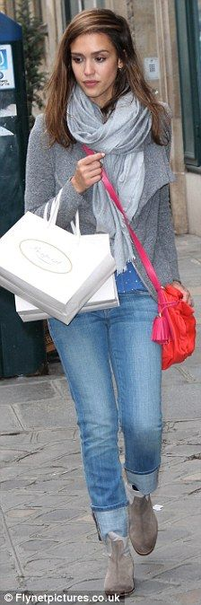 Jessica Alba - love her casual outfit