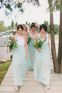 Romantic Mint & Gold Wedding | SouthBound Bride www.southboundbride.com/romantic-mint-gold-wedding-at-white-light-by-piteira-photography-steph-dylan Credit: Piteira Photography