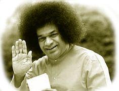 """""""La felicità non è desiderare ciò che non si ha...ma amare ciò che si è."""".....  Sai Baba ........................................................... Ogni persona che passa nella nostra vita è unica. Sempre lascia un po' di se e si porta via un po' di noi. Ci sarà chi si è portato via molto, ma non ci sarà mai chi non avrà lasciato nulla. Questa è la più grande responsabilità della nostra vita e la prova evidente che due anime non si incontrano per caso......  J. Luis Borges"""