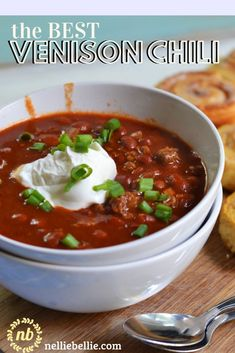 the BEST Venison Chili recipe from a Midwest kitchen! Easy to make and a great way to use deer meat from hunting season! the BEST Venison Chili recipe from a Midwest kitchen! Easy to make and a great way to use deer meat from hunting season! No Meat Chili Recipe, Chili Recipe Stovetop, Chilli Recipes, Venison Chili Recipe Crockpot, Venison Chilli, Venison Stew, Venison Meals, Recipes, Cooking