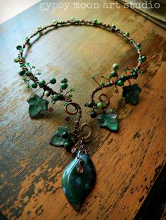 Necklacelike the one I saw on recp at Dr Belton's office Ivy Torc, via Etsy. Clay Jewelry, Jewelry Crafts, Jewelry Art, Jewelry Accessories, Jewelry Necklaces, Jewelry Design, Bracelets, Jewlery, Artisan Jewelry