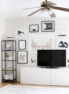 Tv ünitesi oturma odası ve salonlar için çok önemli bir mobilya. Tv sehpalarının aksine daha çok alan yaratan üniteler depolama alanı olarakta işimize çok yarıyor. Özellikle modüler olarak farklı şekillerde bir araya gelen tv ünitelerinde gerektiği zaman istediğiniz gibi değişiklik yapma olanağınızda bulunuyor. Mobilya markaları arasında ilk sıralarda yer alan İkea, tv üniteleri modern çizgileri ile kullanışlı ve şık çözümler sunmaktadır. Özellikle Besta serisi ünitelerin farklı…