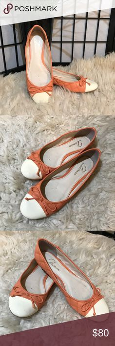 💖Delman Leather Ballet Flats Melon Cream Size 7 💖Delman Leather Ballet Flats Stitched Melon and Cream Toe with Bow. Size 7. Slightly worn, small knick on toe, smoke free home. Delman Shoes Flats & Loafers