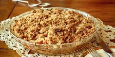 My mother has been making us apple crisp since we were babies. Ingredients 5 cups of pared and sliced tart apples (with of water and lemon ju… Dessert Drinks, Dessert Recipes, Desserts, Ricotta, Gastronomy Food, Holiday Recipes, Food And Drink, Yummy Food, Delicious Recipes
