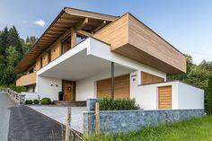 Johann in Tirol: House ° F HK architecture. Johann in Tirol: House ° F Chalet Design, House Design, House Siding, Facade House, Wood Architecture, Architecture Details, Country Modern Home, Living Vintage, Garden Planning