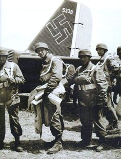 Fallschirmjäger of 2./Fallsch.San.Abt 7. before embarking into a Ju-52 at the beginning of the Battle of Crete.