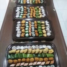 Indonesian cakes. The name of the cake, lumpang, pastel, ongol ongol, kroket lapis tepung beras.