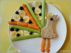 Healthy lunch peacock or could this also be a turkey?? Too cute and with a little dip for the veggies kids should really love this!