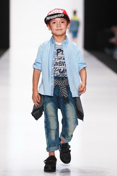 Kinder Street Mode: 20 adorable outfit ideas for the little ones Kids Fashion Boy, Young Fashion, Trendy Fashion, Fashion Spring, Street Mode, Denim Shirt With Jeans, 2015 Fashion Trends, Street Outfit, Spring Trends