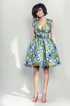 Robe en tissu africain imprimé, style Marilyn Monroe. Postez votre avis et rendez vous sur www.tribuebene.fr pour découvrir une sélection de vêtements en tissu africain.