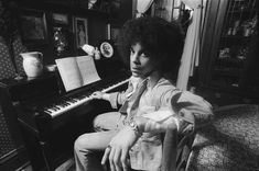 """After hearing an early demo tape of """"Soft and Wet,"""" Robert Whitman signed on to shoot a shy musician named Prince Rogers Nelson. 40 years later, Whitman shares some exclusive unseen photos with i-D. Prince Images, Photos Of Prince, Prince Rogers Nelson, Prince Paisley Park, Esquire Uk, Intimate Photos, Roger Nelson, Time Magazine, Purple Rain"""