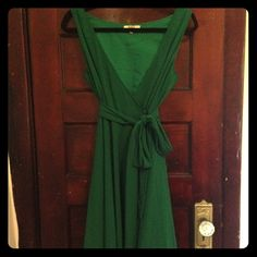 Beautiful Kelly Green Dress Gorgeous wrap around green dress. Ties in the inside and snaps on outside. Sash included. Deep V neckline. Perfect for wedding season! BB Dakota Dresses Asymmetrical