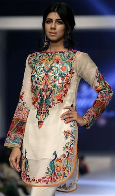 PFDC Sunsilk Fashion We ek: Spring-Summer 2015 collections Kurta Designs, Pakistani Outfits, Indian Outfits, Only Fashion, Asian Fashion, Moda India, Party Kleidung, Pakistan Fashion, Desi Clothes
