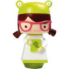 Momiji Poupée Phoebe. Les Momiji sont des poupées porteuses de messages. A l'intérieur vous pouvez glisser, sur un petit bout de papier, un voeu, un souhait, un mot, une phrase... Les Momiji sont dessinées par des designers et des créatifs du monde entier. Chaque poupée est peinte à la main.   Créatrice : Luli Bunny. www.laboutiquedubienetre.fr