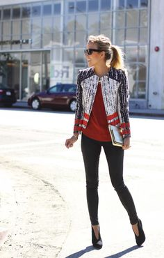 This fall look is chic from head to toe, but we simply love the textured blazer. #streetstyle