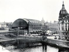 Berlin um 1910, S-Bahhof Friedrichstraße mit Hotel Elite und Schlüter Steg zum Schiffbauer Damm