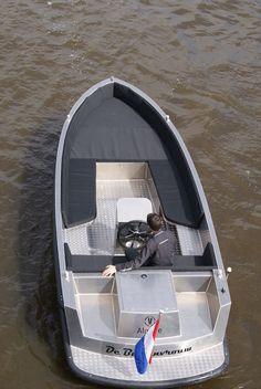 Van Vossen Tjill 666 Tender.        Wilt u een consoleboot kopen met flink wat power? Denk dan eens aan de VanVossen Tender 660. Deze tendersloep levert werkelijk sublieme prestaties. Met een 60 pk outboardmotor ligt de topsnelheid op ongeveer 40 kilometer per uur. Open boot voor zeven personen Een snelle open boot van 6,60 meter met
