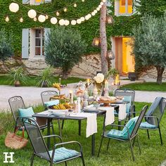 A long table, lanterns and dinner with friends or family. The summer offers to enjoy together the perfect stage for life. Best Patio Umbrella, Patio Umbrella Stand, Offset Patio Umbrella, Patio Umbrellas, Diy Outdoor Furniture, Patio Furniture Sets, Garden Furniture, Outdoor Decor, Outdoor Landscaping