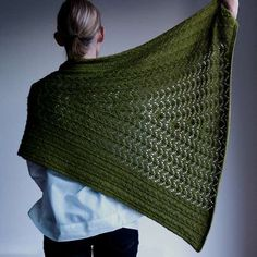 Ravelry: Project Gallery for Kempen pattern by Katrin Schneider Knitted Poncho, Knitted Shawls, Knit Or Crochet, Crochet Shawl, Lace Patterns, Knitting Patterns, Scarf Patterns, Knitting Yarn, Hand Knitting
