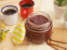 Geleia de Frutas Vermelhas | Receitas de Minuto - A Solução prática para o seu dia-a-dia! Vegetables, Jelly Fruit, Raspberry Bush, Tea Cups, Ice, Strawberry Fruit, Recipes, Vegetable Recipes, Veggies