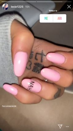 Ariana Grande's Anti Valentine's Day Manicure Is a Major Mood is part of nails Simple Neutral Glitter - Valentine's Day is just days away, and it's safe to say that Ariana Grande is not feeling the love this year Aycrlic Nails, Red Nails, Cute Nails, Pretty Nails, Manicure, Ariana Grande Nails, Ariana Grande Tattoo, Ariana Grande Cute, Anti Valentines Day