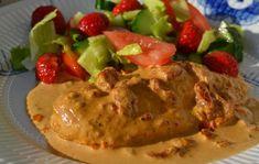 Mmmm, vilken god mat jag fick till idag!Möra kycklingfiléer i krämig sås med smak av soltorkade tomater och vitlök.Så enkelt och så gott!Rätten är så smidig som sköter sig själv i ugnen och räcker…
