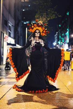 I'm a photographer and journalist from Mexico City. Halloween Inspo, Halloween Party, Halloween Decorations, Halloween Costumes, Day Of The Dead Artwork, Day Of The Dead Skull, Catrina Costume, Mexico Day Of The Dead, Halloween Makeup Sugar Skull