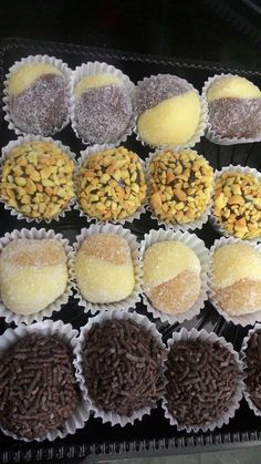 Docinhos, brigadeiro com amendoim, cansadinho, abacaxi com leite ninho brigadeiro.